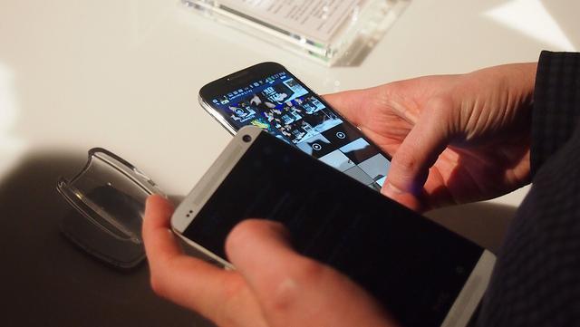 "alt=""Galaxy S4"""