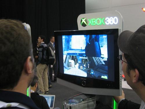"""alt=""""XBox 360 with Halo 3"""""""