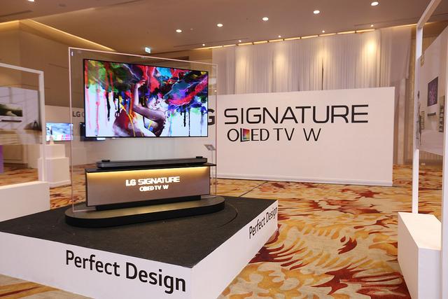 "alt=""LG SIGNATURE OLED TV W7T (1)"""