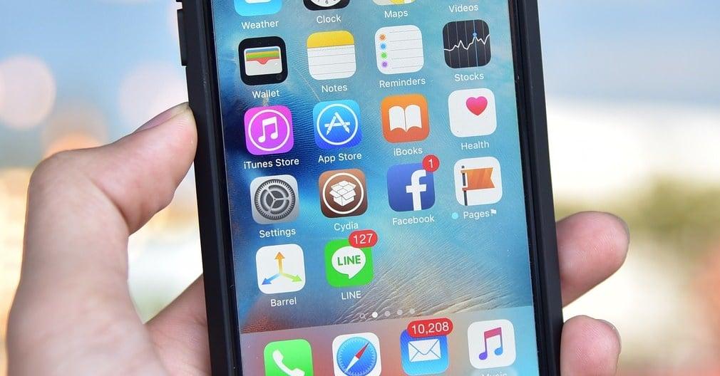 """alt=""""iOS"""""""