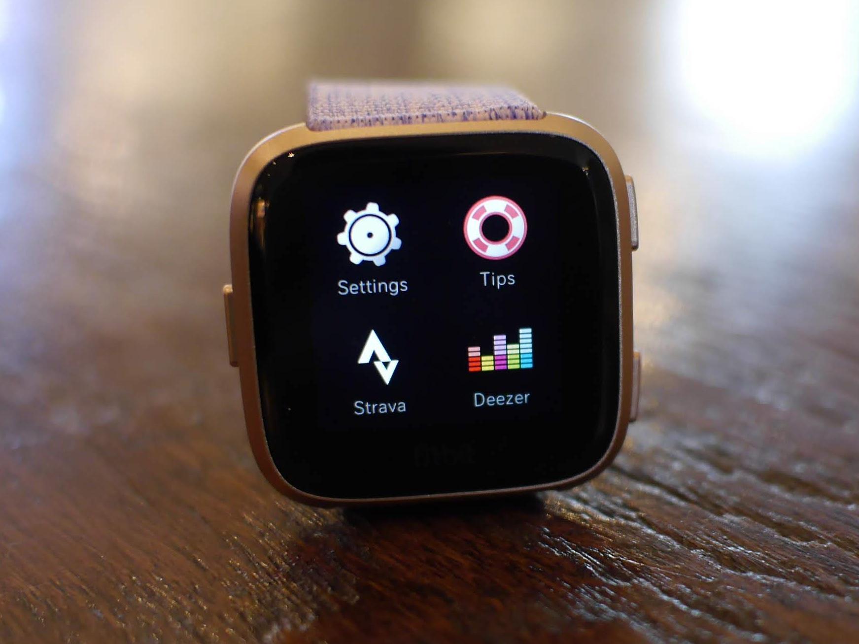 """alt=""""หน้า Settings ของ Fitbit Versa"""""""