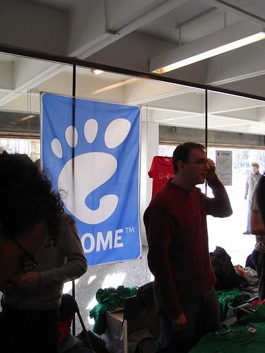 "alt=""GNOME booth"""