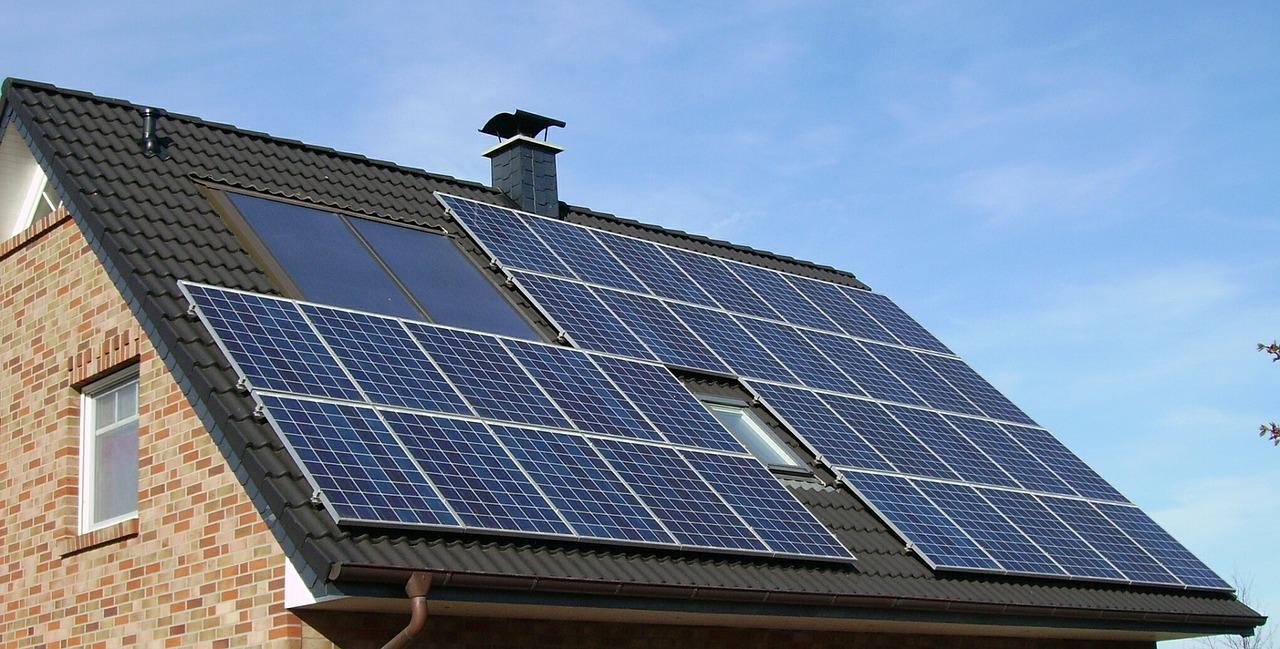 "alt=""Solar Roof"""