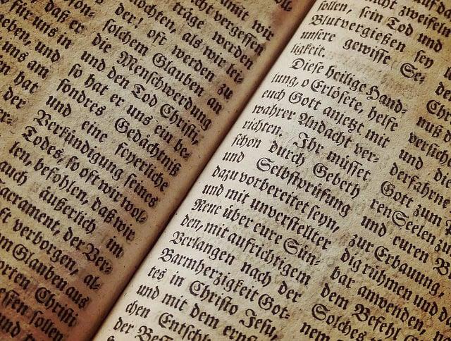 "alt=""bible-1960635_960_720"""