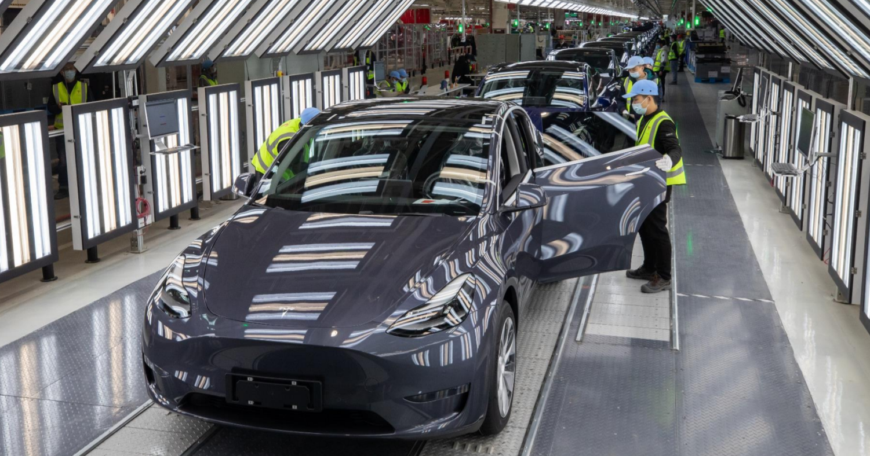 "alt=""Tesla in Shanghai Gigafactory"""