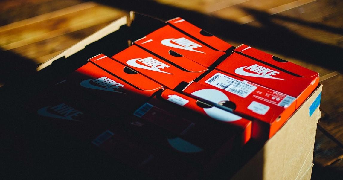 "alt=""Nike"""