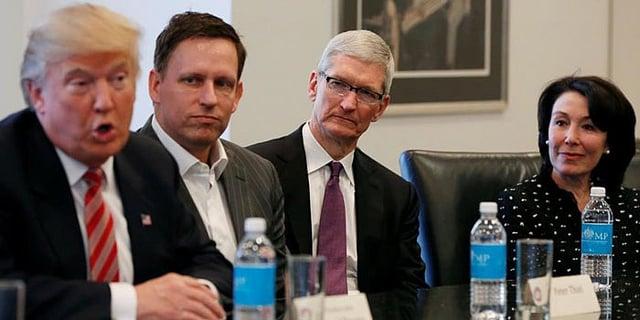 """alt=""""Donald Trump tiene una reunión con Tim Cook para hablar de los planes de Apple"""""""