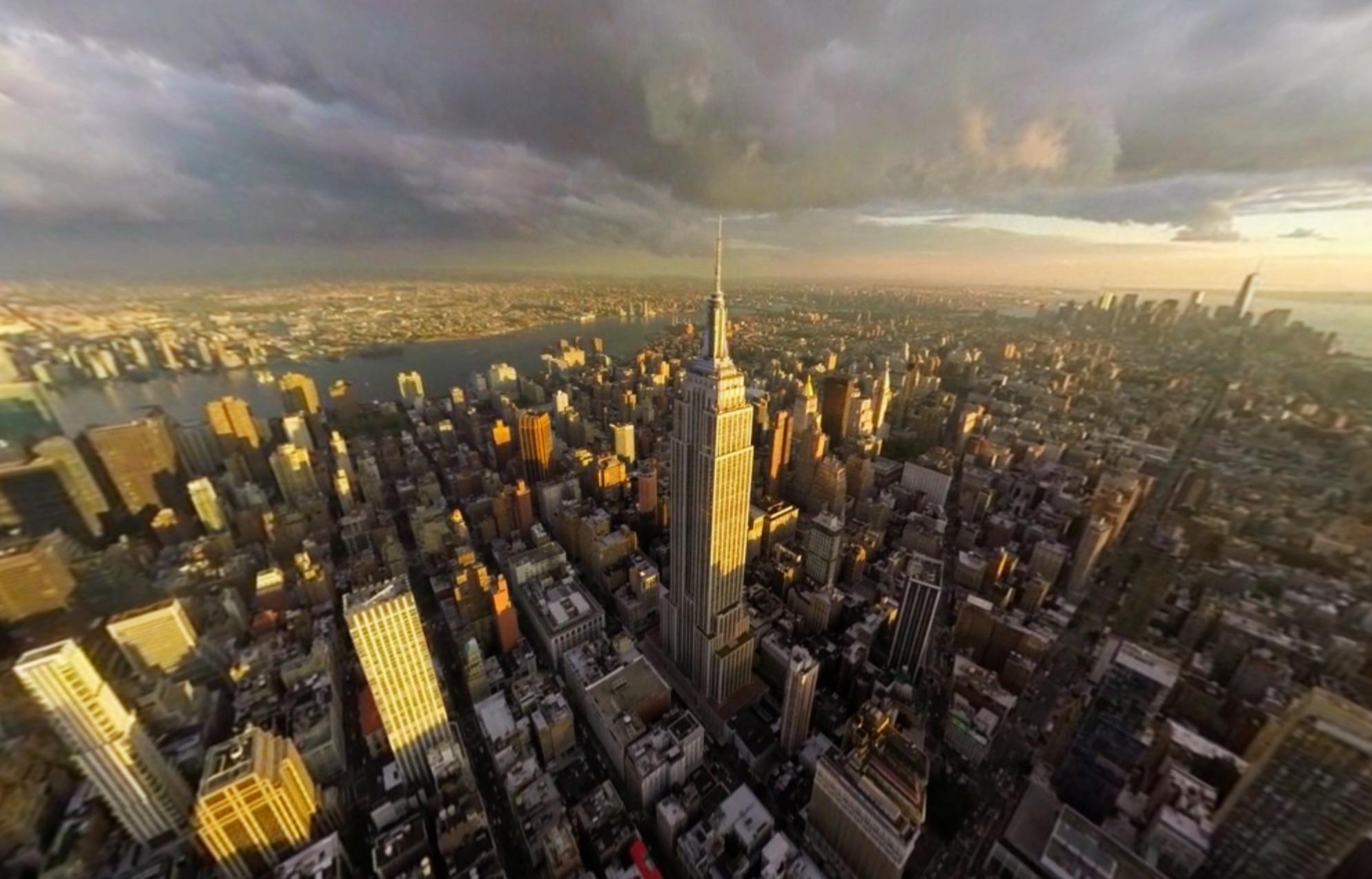 "alt=""ภาพวิว Manhattan ที่ดูผ่านแว่นVR ของบริษัท Thomas Cook"""