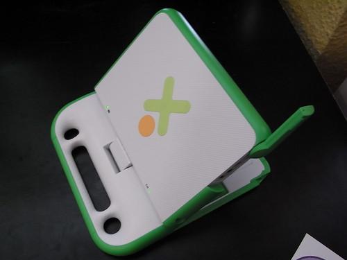 "alt=""OLPC XO"""