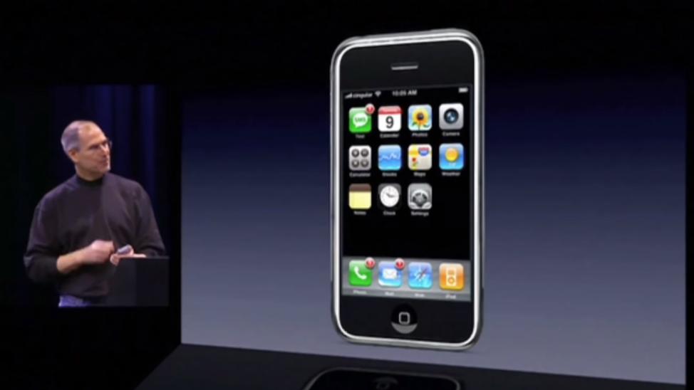 "alt=""Steve Jobs presented iPhone"""