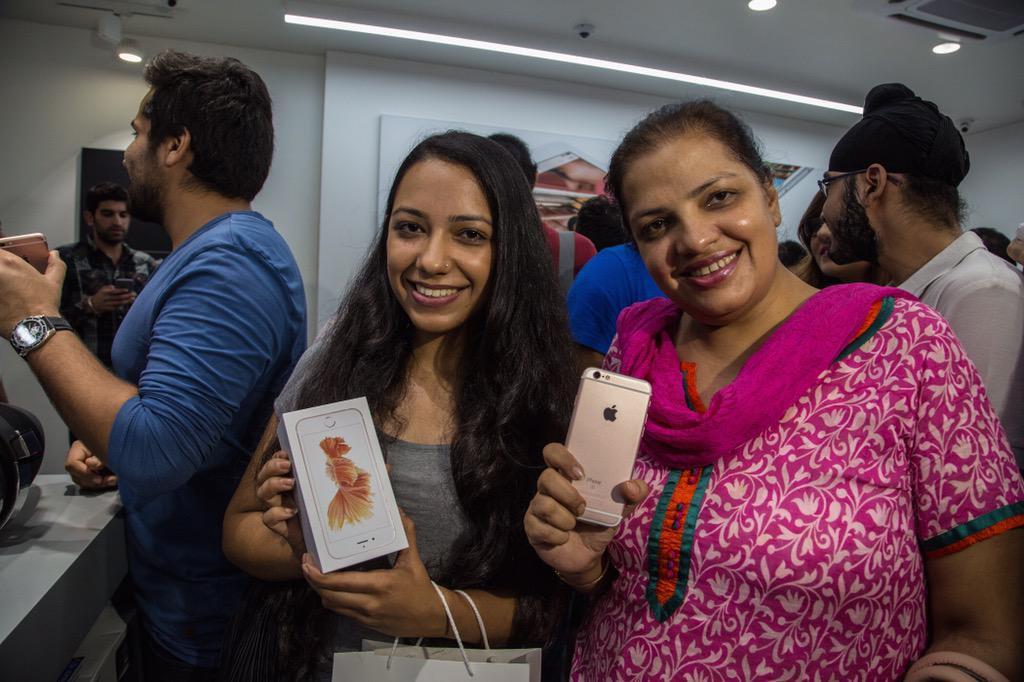"""alt=""""iPhone in India"""""""