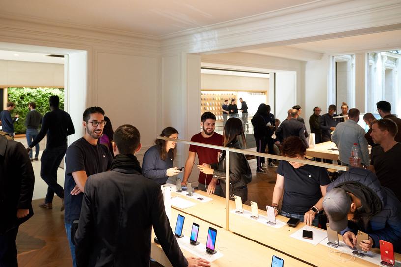 """alt=""""Apple Store Champs-Élysées"""""""