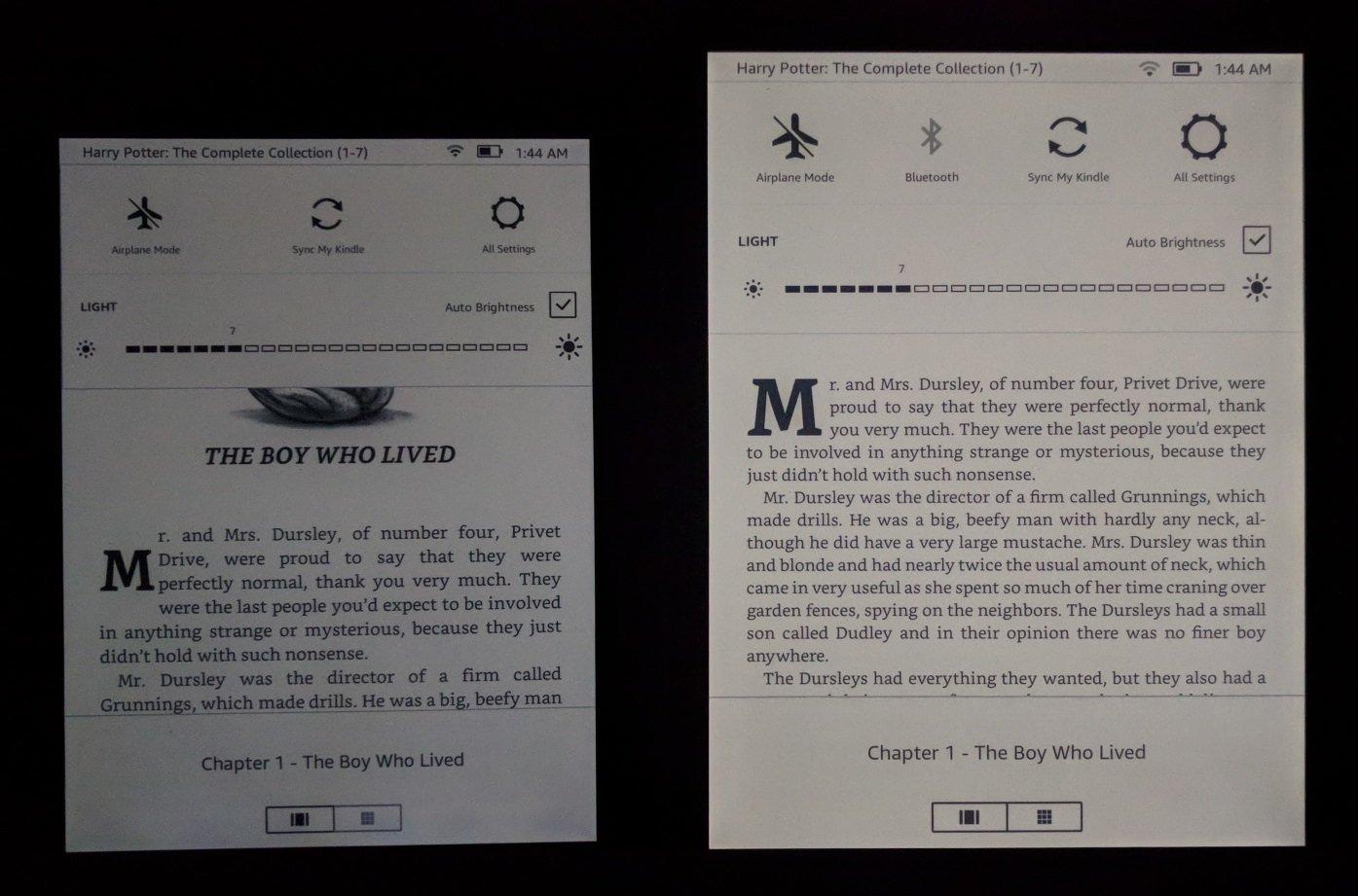 """alt=""""เทียบอุณหภูมิสีระหว่าง Kindle Voyage กับ Kindle Oasis 2 ในห้องมืด"""""""