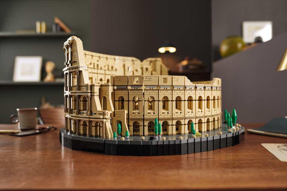 """alt=""""LEGO Colosseum"""""""
