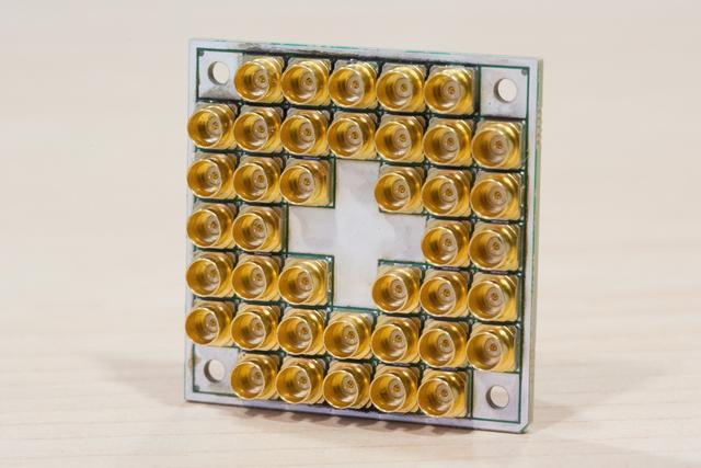 """alt=""""Intel 17-qubit chip"""""""