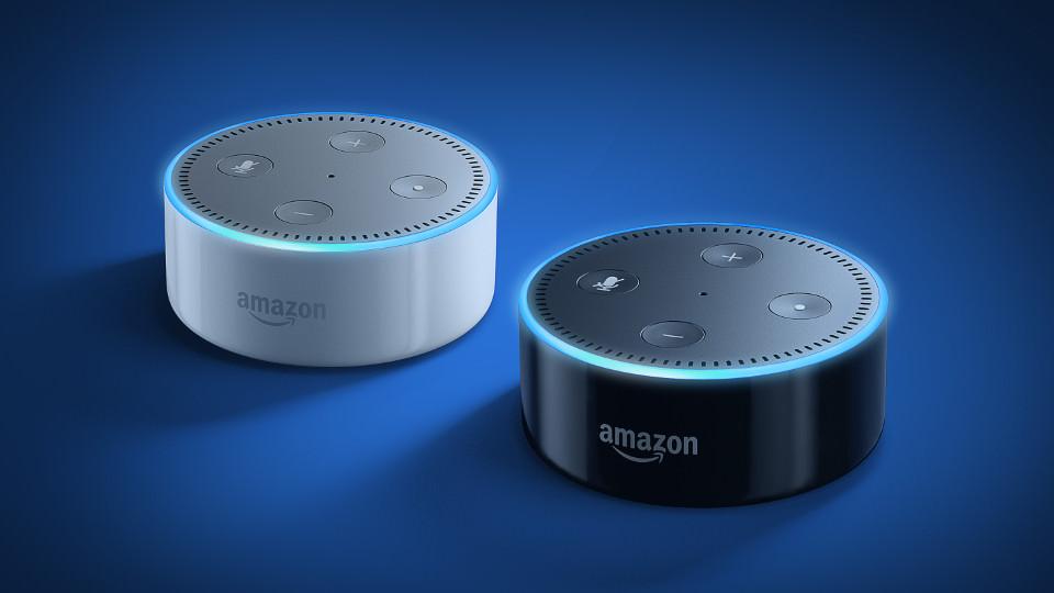 "alt=""Amazon Echo"""