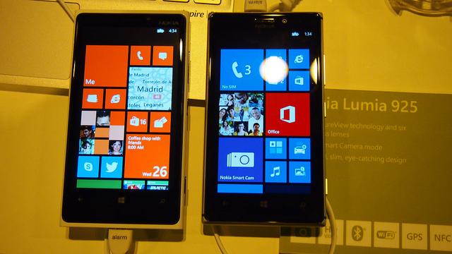 """alt=""""Lumia 920 vs 925"""""""