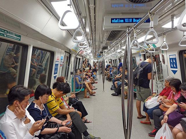"""alt=""""singapore-892574_960_720"""""""