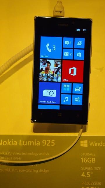 """alt=""""Lumia 925"""""""