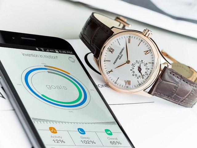"alt=""mmt-frederique-constant-smart-watch-iphone"""