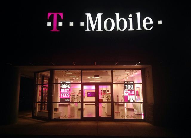 "alt=""T-Mobile"""