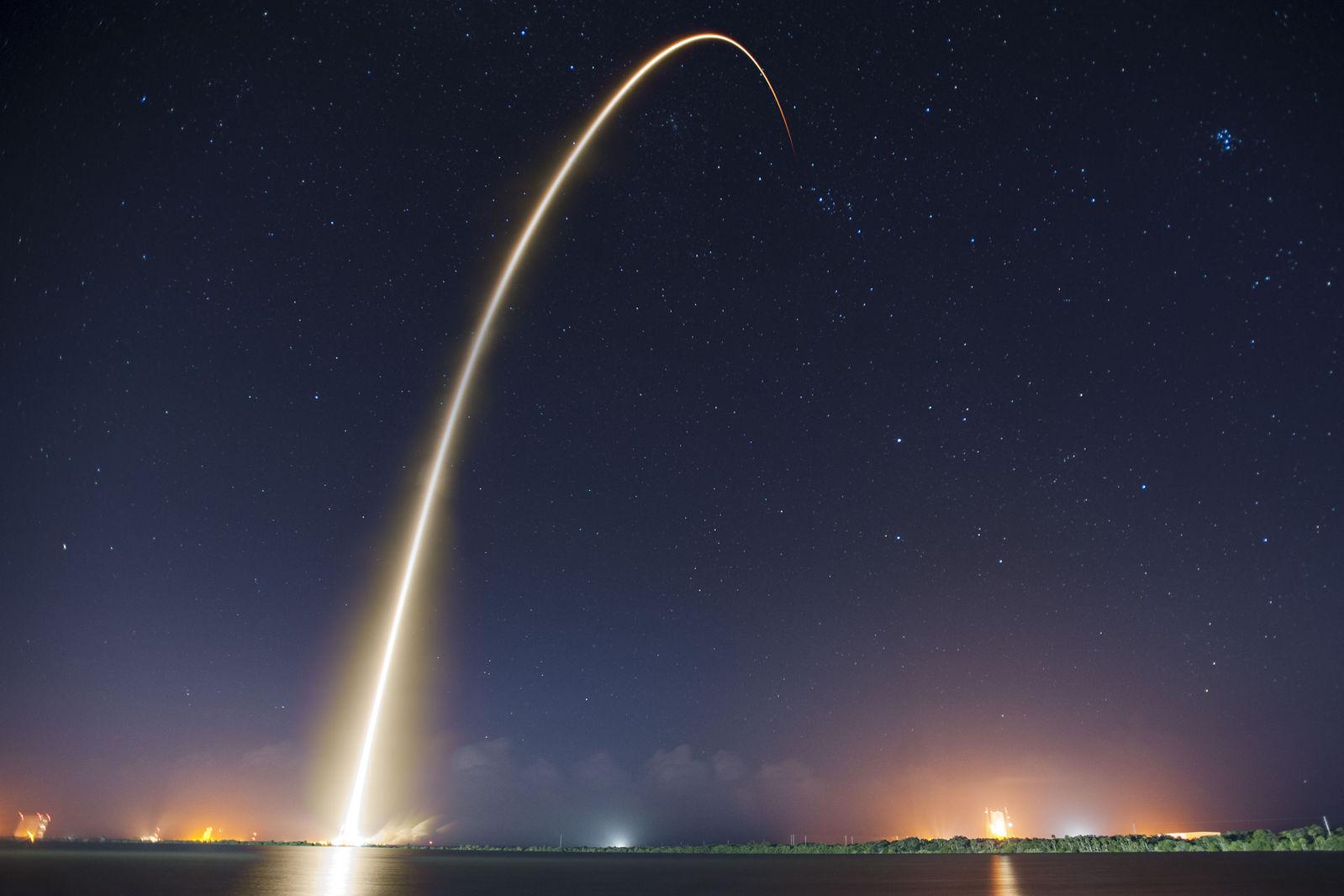 "alt=""SpaceX"""