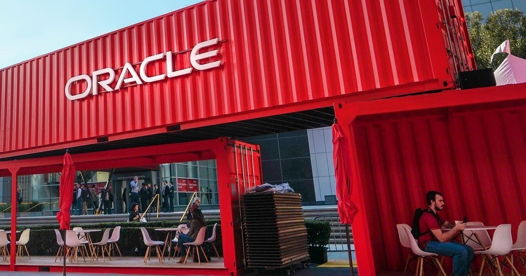 "alt=""Oracle"""