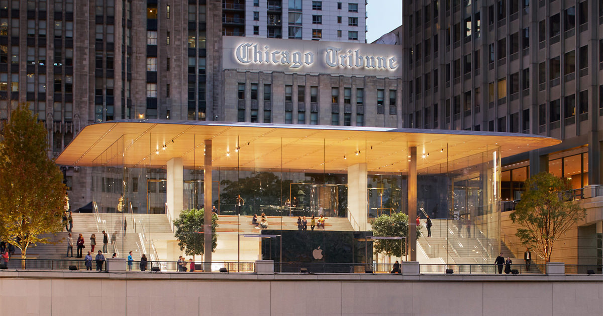 "alt=""Apple Store Chicago"""