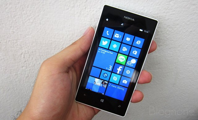 """alt=""""Lumia 520"""""""