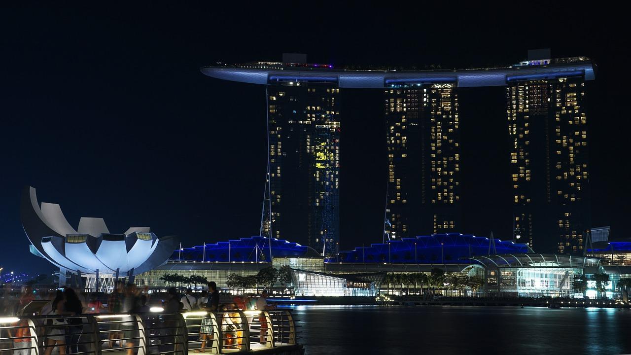"""alt=""""Singapore"""""""