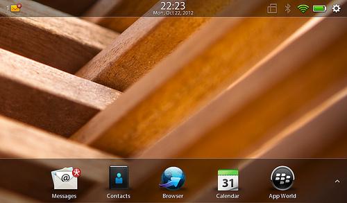 "alt=""หน้าตาของ Playbook OS 2.1 /1"""