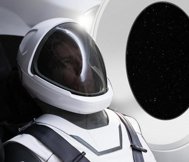 "alt=""elon-musk-spacesuit"""