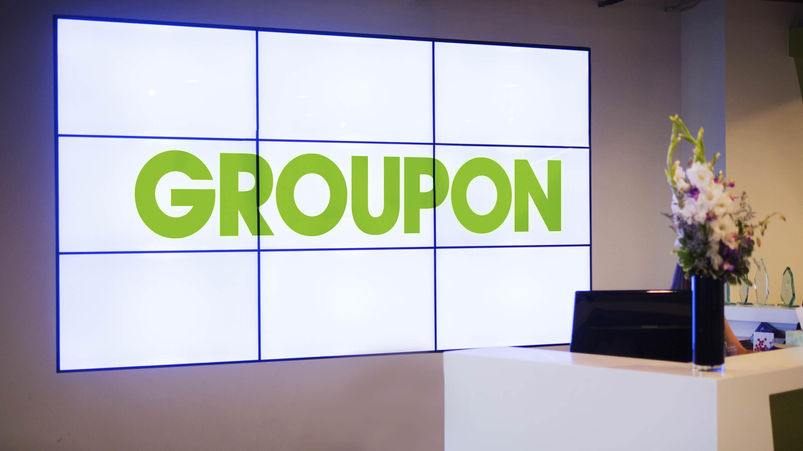 """alt=""""Groupon"""""""