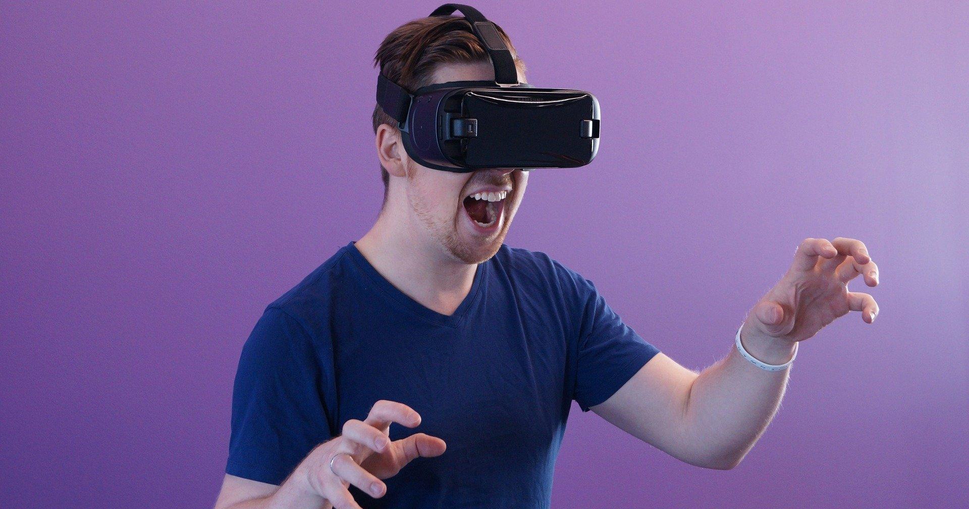 "alt=""VR Headset"""
