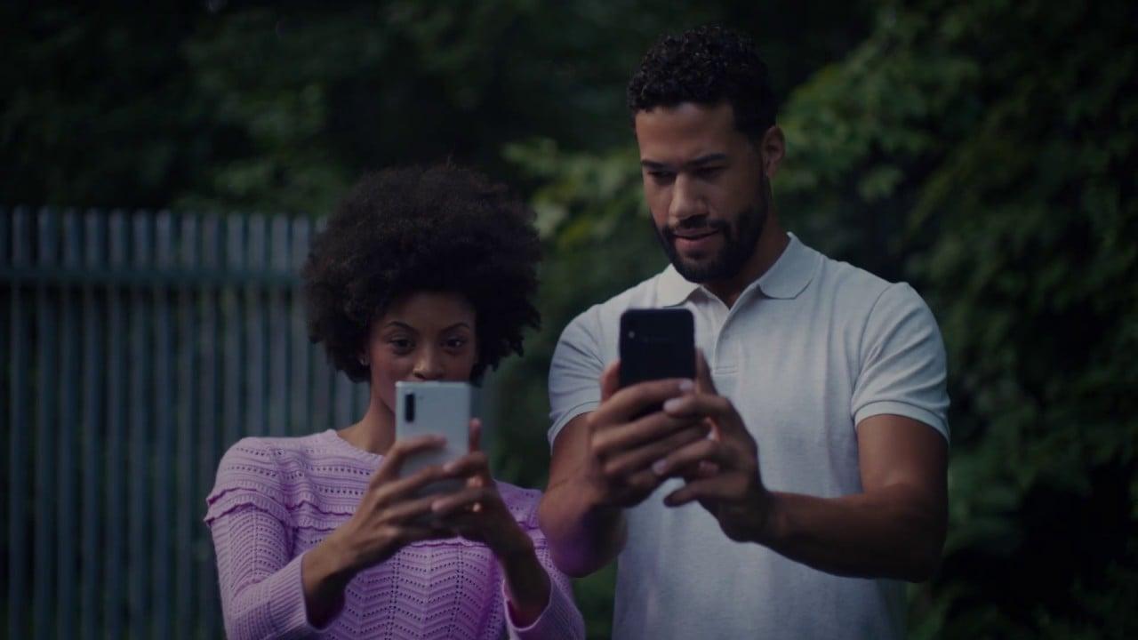 "alt=""Samsung Ad"""