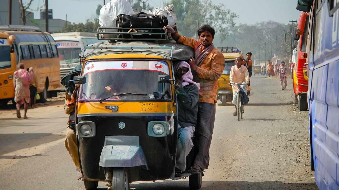 """alt=""""Traffic in India"""""""