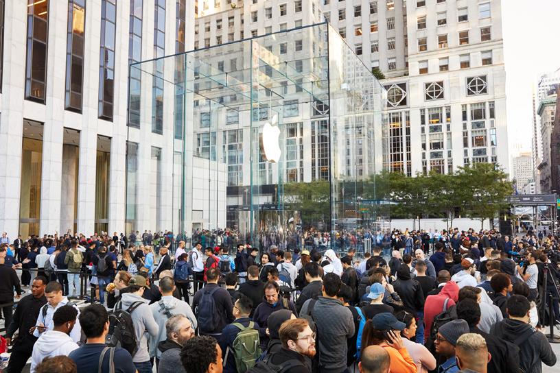 "alt=""Apple Store 5th Avenue"""