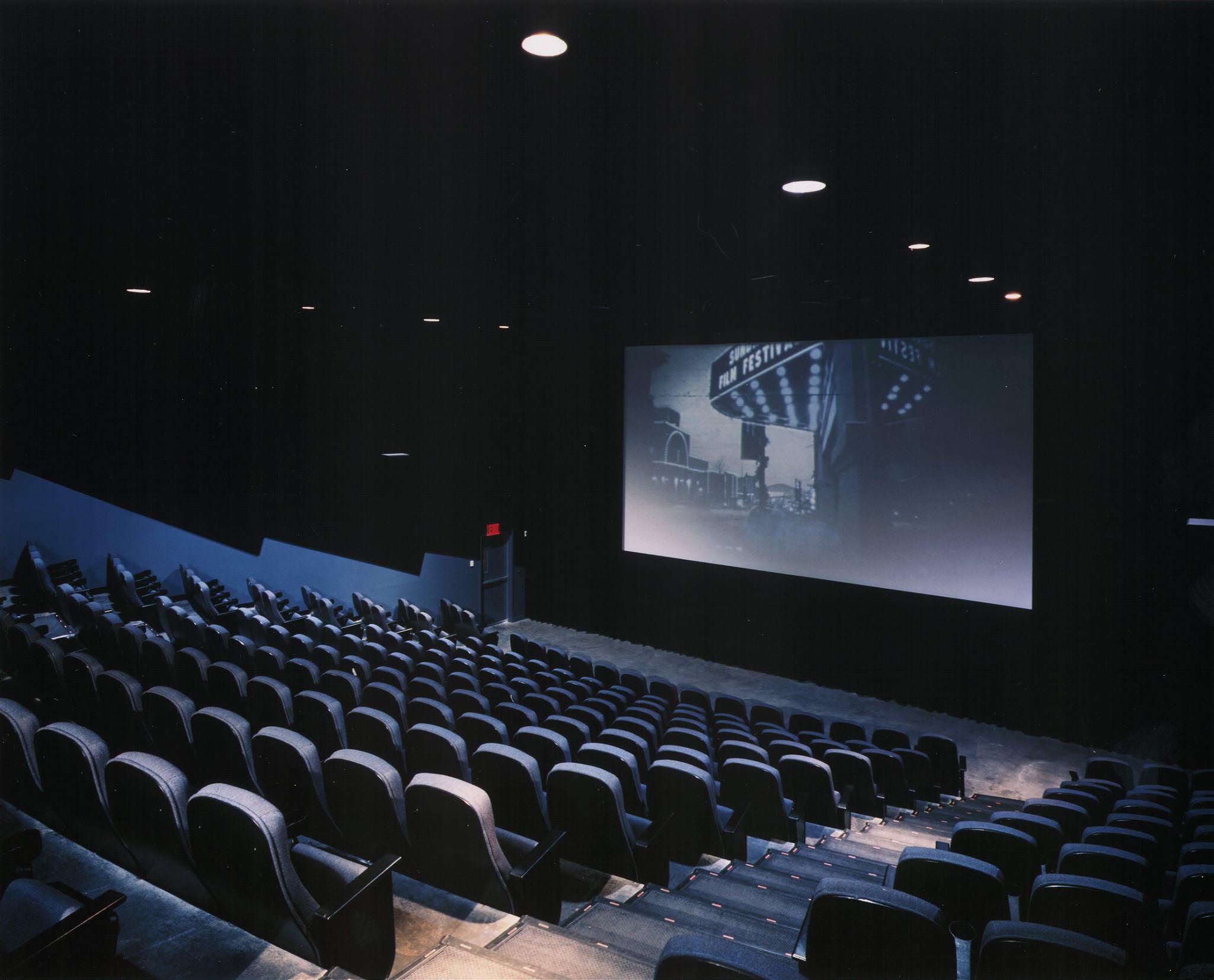 "alt=""Landmark Theatres"""