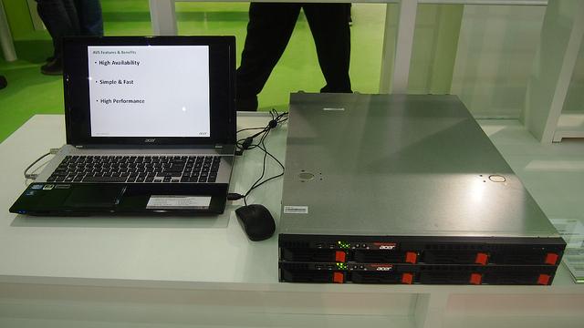 "alt=""Acer Server"""