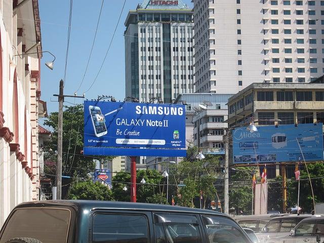 """alt=""""Bogyoke Aung San Market"""""""