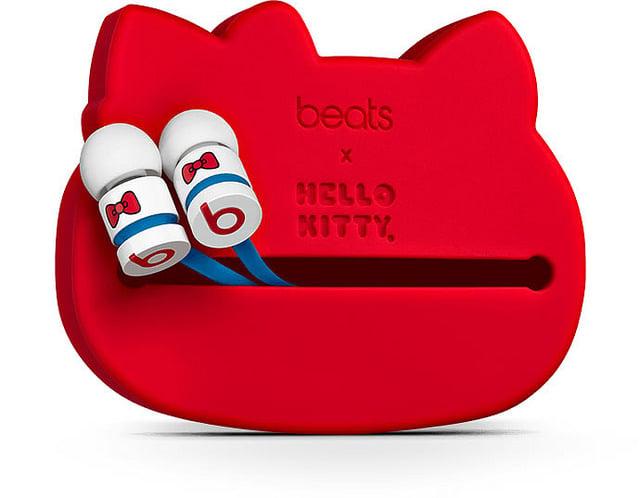 "alt=""Beats-by-Dre-Hello-Kitty-Headphones-2"""