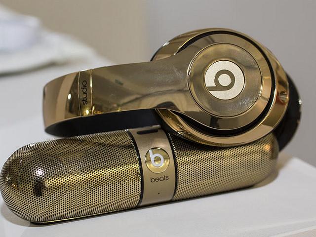 """alt=""""beats-studio-wireless-gold-pill-6"""""""