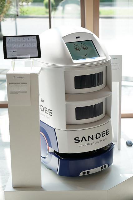 "alt=""SANDEE Delivery Robot"""