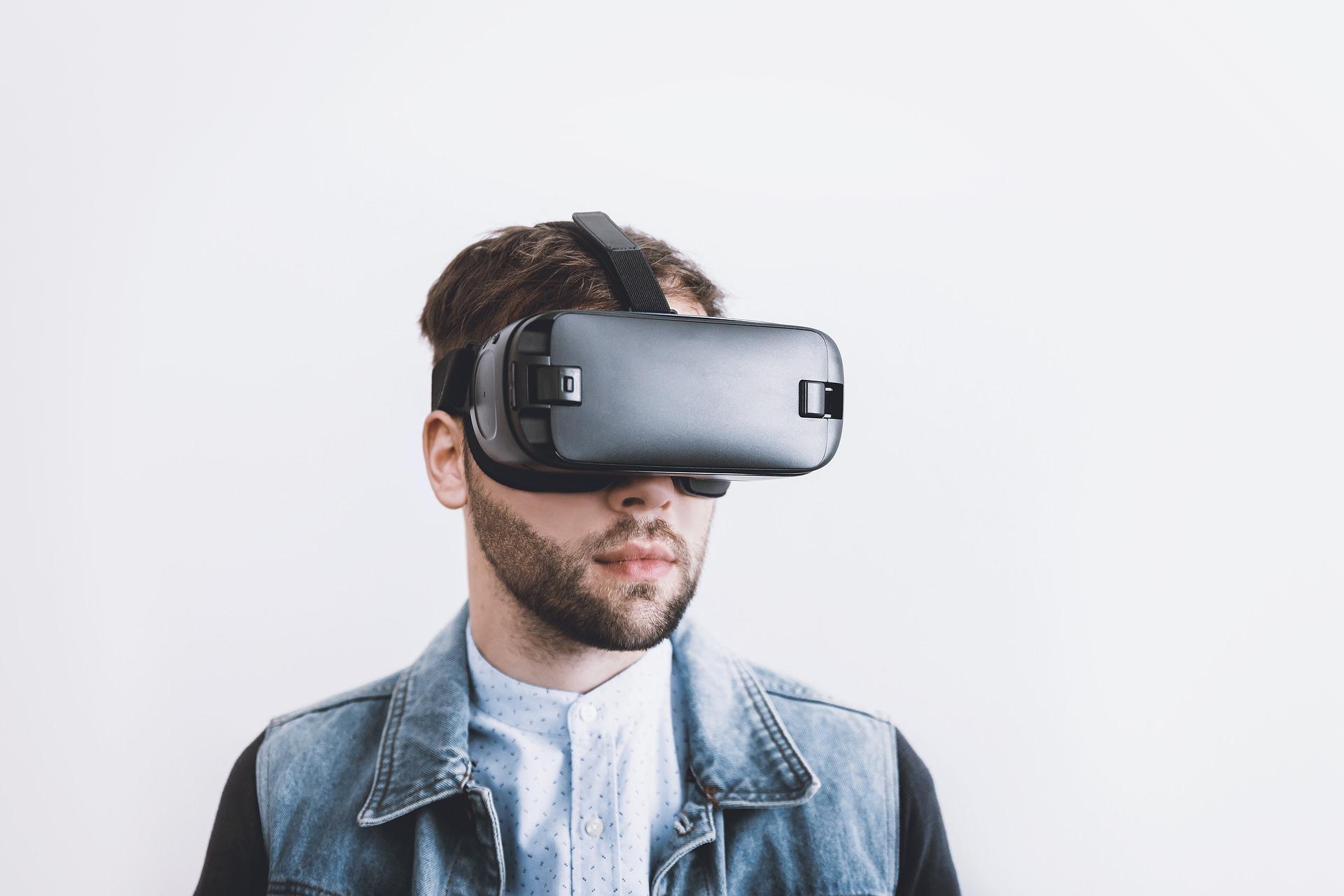 "alt=""VR"""