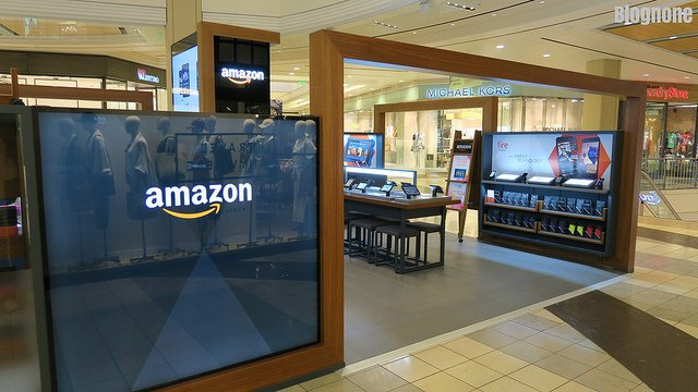"alt=""Amazon Pop-up Store"""